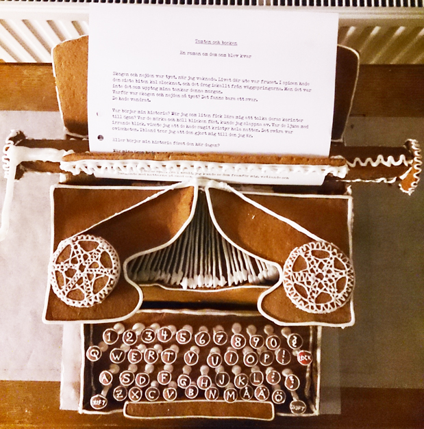 Gingerbread typewriter (Or: What this novelist put a lot of hours into instead of writing novels)