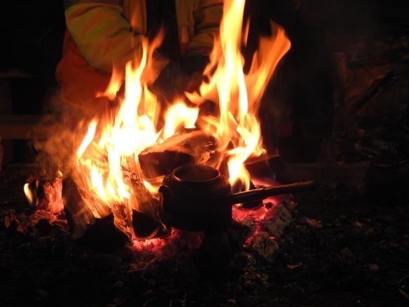 Kaffepanna på öppen eld. Foto: Annie Sundbäck